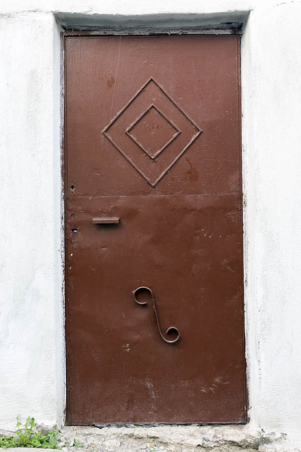 Photo 26408: Brown metal door
